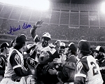 Hank Aaron Autographed Atlanta Braves Celebration 16x20 Photo