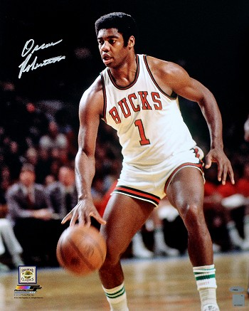 Oscar Robertson Autographed Milwaukee Bucks 16x20 Photo
