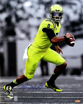 Marcus Mariota Autographed Oregon Ducks 16x20 Photo